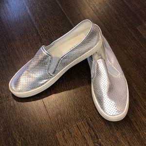 Report Silver Sneakers - women's size 9